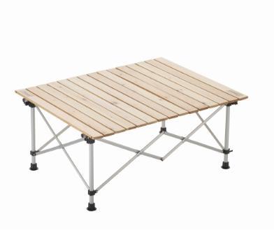 ナチュラルな風合いの天然木を使用。ロール式でコンパクトに収納できるテーブル。2〜4人用サイズ