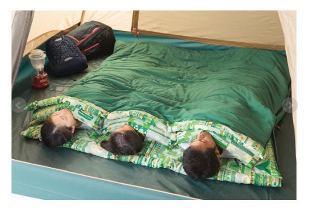 お父さん、お母さん、キッズみんなで暖かく寝られる起毛仕上げのスリーピングバッグ。