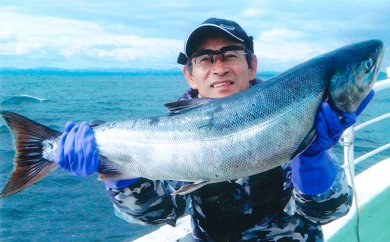 北海道といえば、秋鮭!イカ!の船釣り体験(5名様)